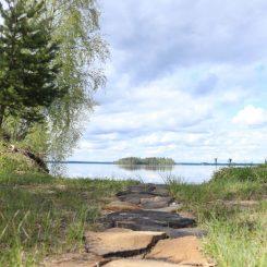 polku järvelle